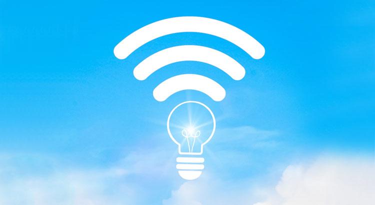 コンセントに挿すだけでWi-Fiが使える「ホームルーター」がおすすめの人とは?